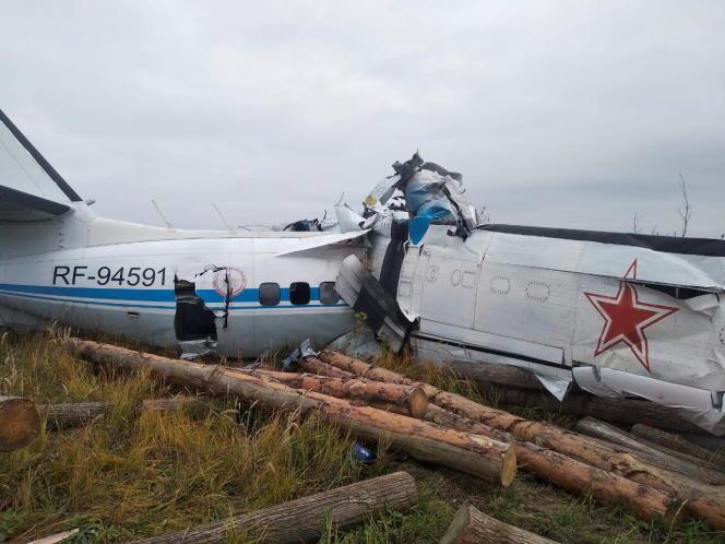 Wrack der L-410 an der Absturzstelle in der Nähe der Stadt Minselinsk, Republik Tatarstan, Russland am 10. Oktober 2021.