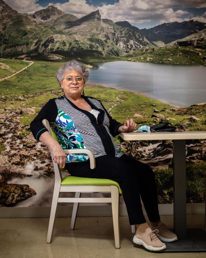 Sylvette T., le 8 octobre 2021. Elle a dû fermer son magasin de prêt-à-porter de Tarbes à cause de la crise sanitaire et est aujourd'hui en convalescence après une opération du genou, à Bagnères-de-Bigorre (Hautes-Pyrénées).