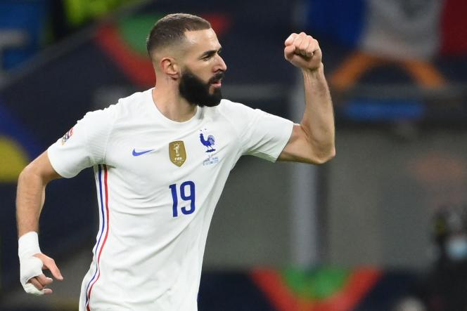 Karim Benzema célèbre après son but égalisateur contre l'Espagne en finale de la Ligue des nations (2-1), dimanche 10 octobre, à Milan.
