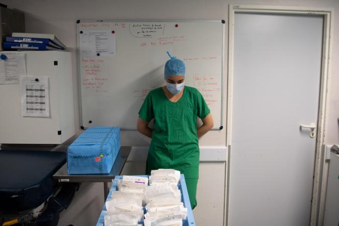 Une infirmière à l'hopital universitaire d'Angers (CHU), à Angers, le 10 juin 2021