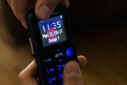 Le téléphone portable de Léonie, 12 ans, à Nantes, le 1er septembre 2021.