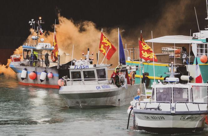 Des bateaux de pêche, au large de Jersey, le 6 mai 2021.