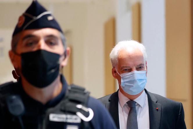 Le ministre délégué aux PME, Alain Griset, arrive à son procès au tribunal correctionnel de Paris, le 12 octobre 2021.
