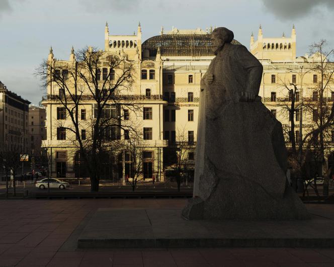 L'hôtel Metropol, à Moscou, en 2017. Au premier plan, une statue de Karl Marx datant de 1961.