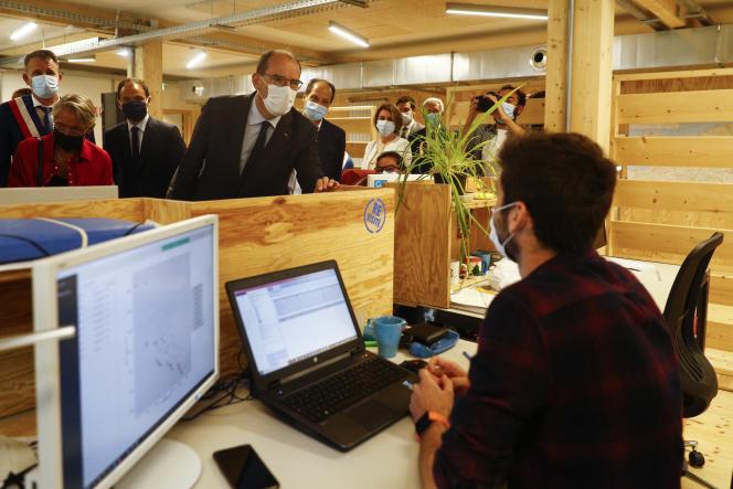 Le premier ministre, Jean Castex, en visite dans un espace de coworking et un incubateur de start-up à Colombelles (Calvados), le 27 août 2021.