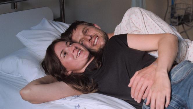 Comédie dramatique norvégienne, « Julie (en 12 chapitres)» donne à voir des histoires d'amour à la découpe.