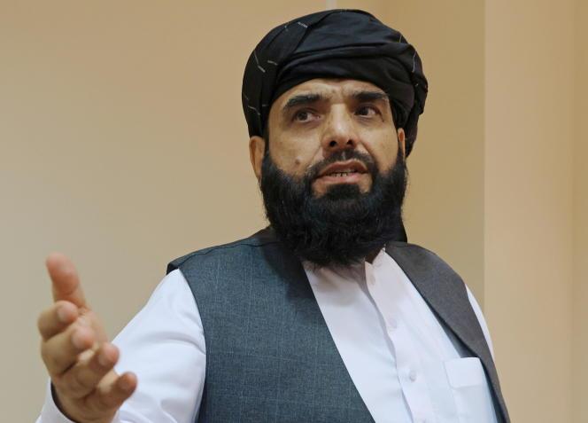 Suhail Shaheen, le porte-parole des talibans à Doha, lors d'une conférence de presse, à Moscou le 9 juillet 2021.