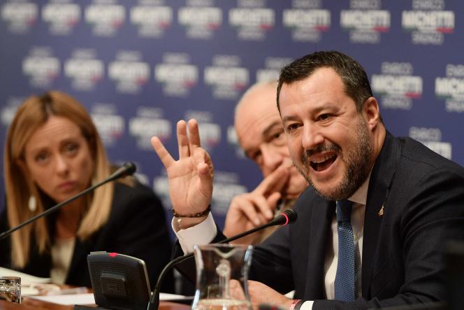 Giorgia Meloni (Fratelli d'Italia), Enrico Michetti (droite) et Matteo Salvini (Ligue), à Rome, le 13 octobre 2021.