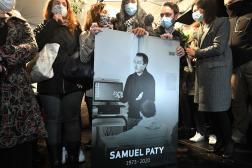 Une photo de Samuel Paty affichée à Conflans-Sainte-Honorine, le 20 octobre 2020.