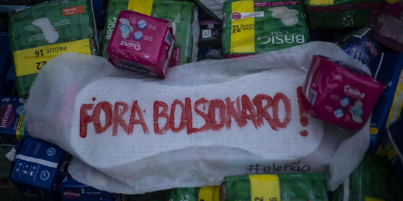 Vague d'indignation au Brésil après le veto de Bolsonaro à la distribution gratuite des tampons