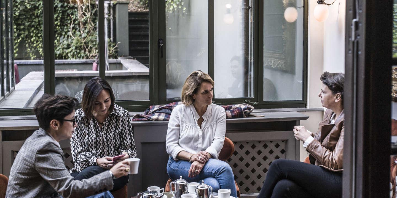 A Bruxelles, des expatriées françaises regardent d'en haut leur pays d'origine