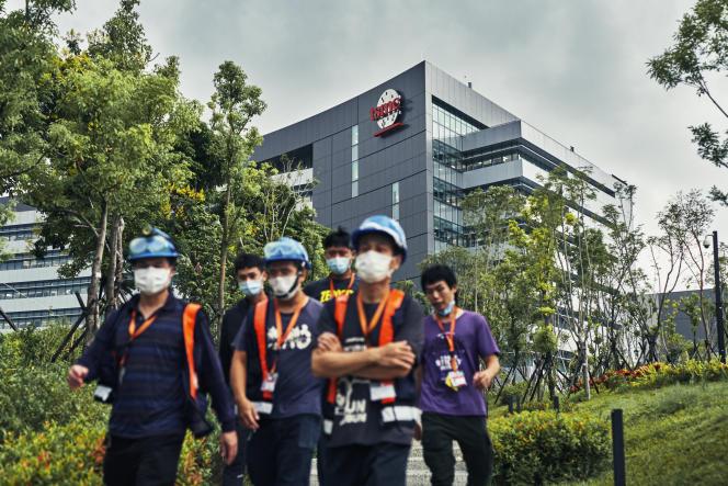 Devant l'usine Taiwan Semiconductor Manufacturing Company (TSMC) à Tainan, Taiwan, le 18 septembre 2020.