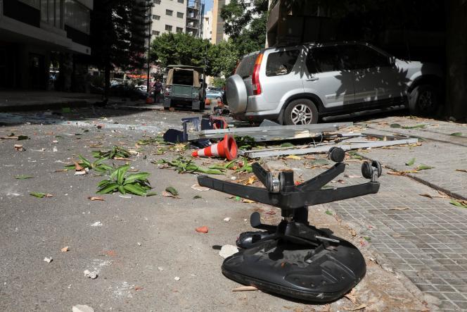 Explosions, rafales et véhicules incendiés… au moins une personne a été tuée et plusieurs autres ont été blessées lors de ce rassemblement organisée par le Hezbollah pour dénoncer le rôle du juge d'instruction Tarek Bitar.