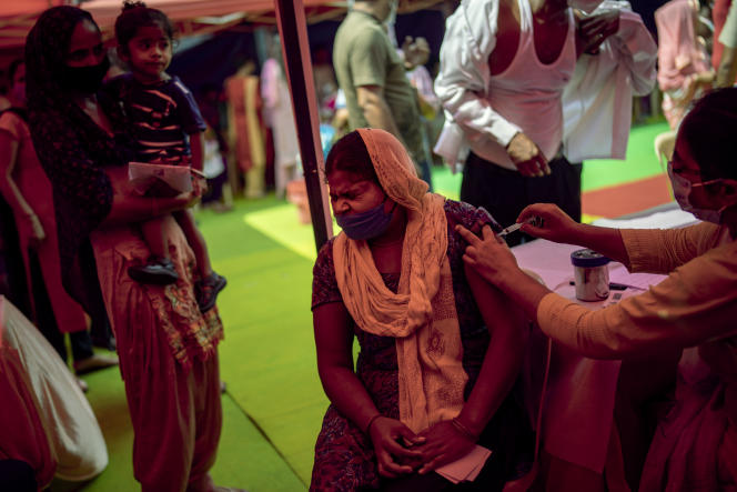 Vaccinations against Covid-19, in a mobile center, in New Delhi, September 29, 2021.