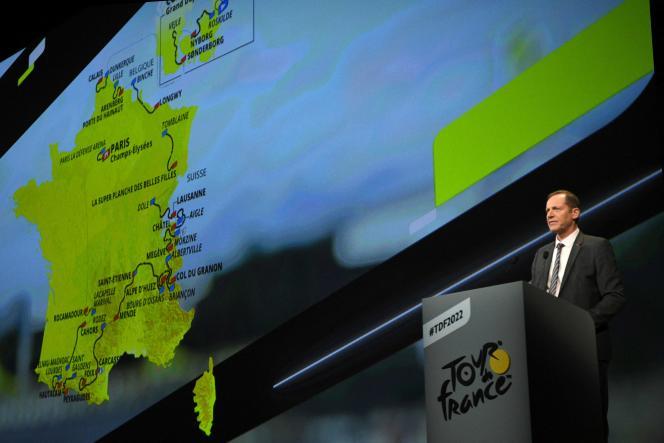 Le directeur du Tour de France, Christian Prudhomme, dévoile le parcours de l'édition 2022, le 14 octobre 2021 à Paris.
