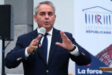 Xavier Bertrand, favori de la droite dans les sondages, challenger dans sa famille politique