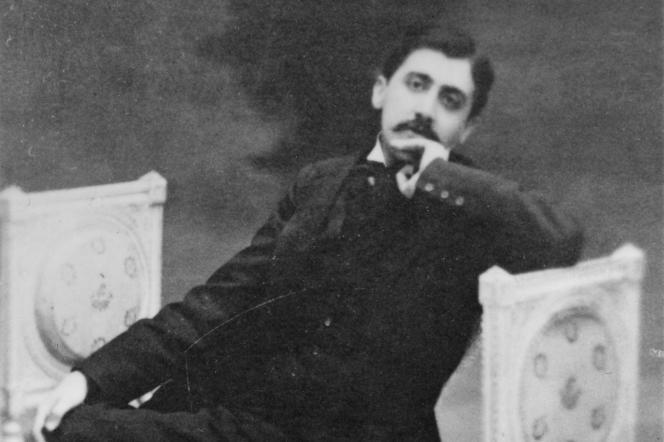 Portrait de Marcel Proust, dont l'Etat célèbrera le centenaire de la mort en 2022 (photographe inconnu, aux environs de 1900).