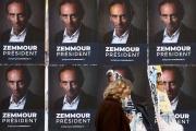 Affiches de soutien à Eric Zemmour, candidat probable à l'élection présidentielle 2022, à Paris, le 13 octobre 2021.
