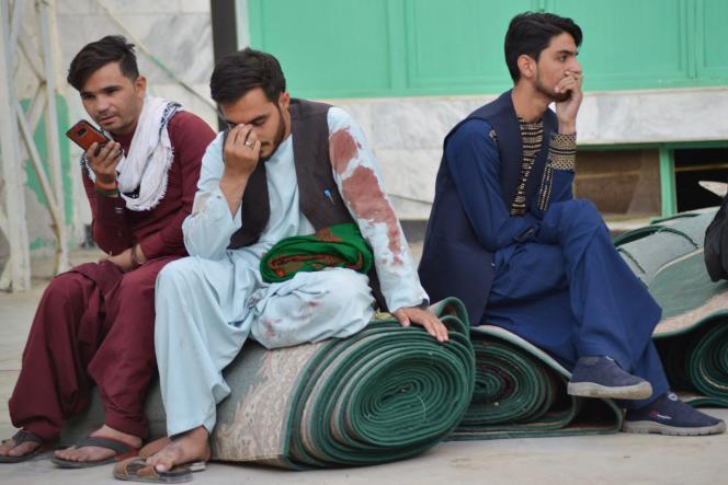 Après l'attentat-suicide qui a touché la mosquée chiite Fatemieh, à Kandahar (Afghanistan), le 15octobre 2021.