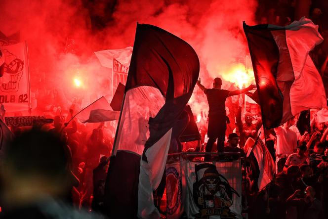 Des supporteurs ultras lors du match Angers-Marseille, le 22 septembre 2021.