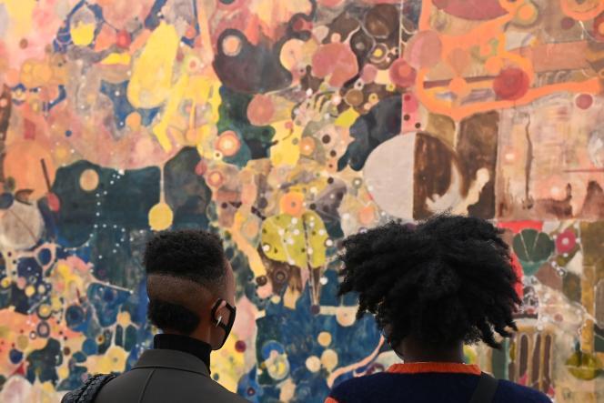Des visiteurs regardent «California», de Justin Caguiat, lors de la foire internationale d'art Frieze, à Londres, le 14 octobre 2021.