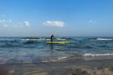 Un Palestinien fait du paddle, à Gaza, le 15 octobre 2021.