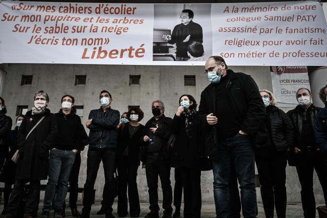 Hommage des enseignants du lycée François-Magendie in Bordeaux, le 2 octobre 2020.