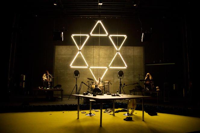 The Jewish Hour, de et mis en scène par Yuval Rozman, au Centquatre, 5, rue Curial, Paris 19e, jusqu'au 23octobre.