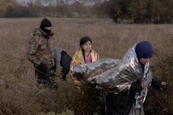 Un groupe de migrants détenus par les gardes frontières polonais, dans la région de Podlachie, en Pologne, le 10 octobre 2021.