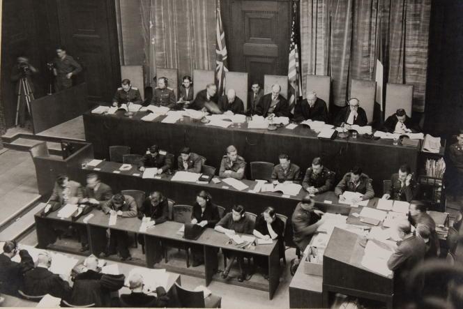 Cliché issu d'un exemplaire original de l'album photographique du procès de Nuremberg, dévoilé au musée d'Izieu (Ain), le 15octobre 2021.