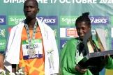 Les gagnants du marathon de Paris : le Kényan Elisha Rotich etl'Ethiopienne Tigist Memuye.