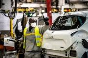 Chaîne d'assemblage de la Zoé electrique, à l'usine Renault deFlins-sur-Seine (Yvelines), le 6 mai 2020.