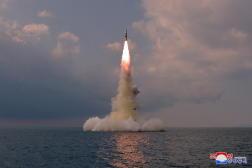 Une photo du missile balistique dévoilée par l'agence de presse officielle nord-coréenne, le 19 octobre 2021.