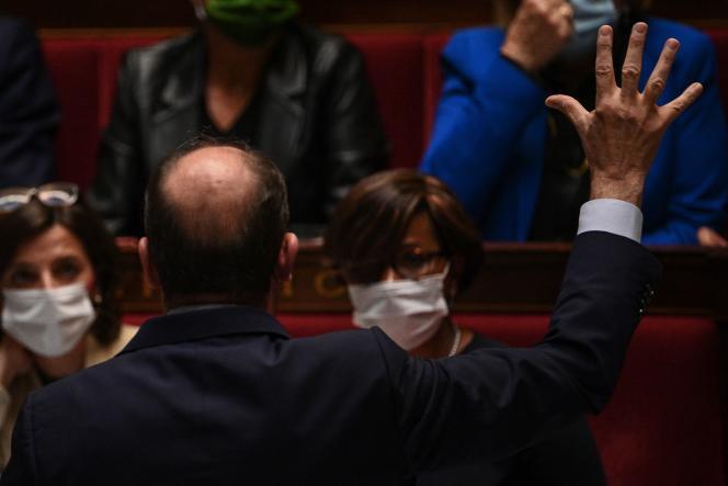 Le Premier ministre français Jean Castex pendant une séance de questions au gouvernement à l'Assemblée nationale à Paris, le 19 octobre 2021.