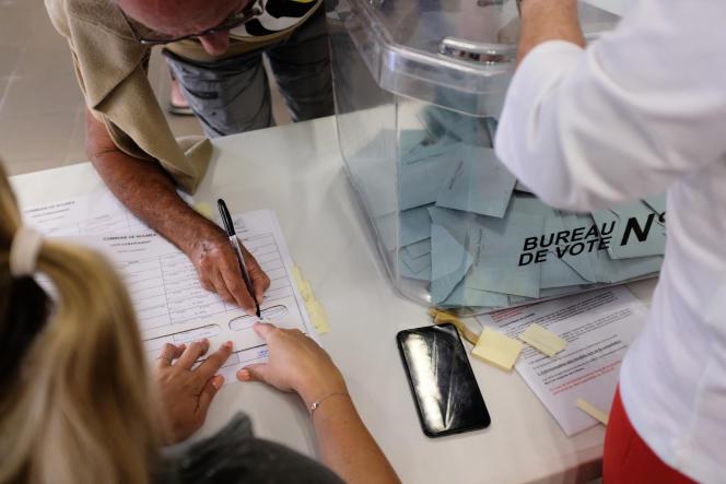 Bureau de vote lors du référendum sur l'indépendance à Nouméa, en Nouvelle-Calédonie, le 4 octobre 2020.