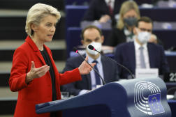 La présidente de la Commission européenne, Ursula von der Leyen, prononce son discours au Parlement européen, à Strasbourg, le 19 octobre 2021.