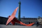 « Flying Dragon » d'Alexander Calder, installée place Vendôme à Paris, le 16 octobre.