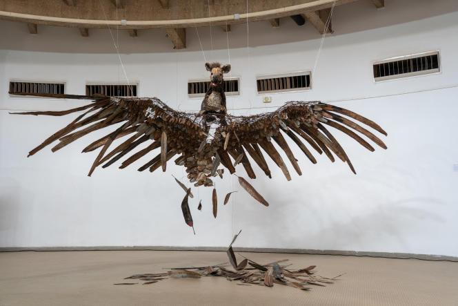 «Chimère», d'Oumar Ball (Mauritanie). Premier prix de la Biennale internationale de sculpture de Ouagadougou 2021.