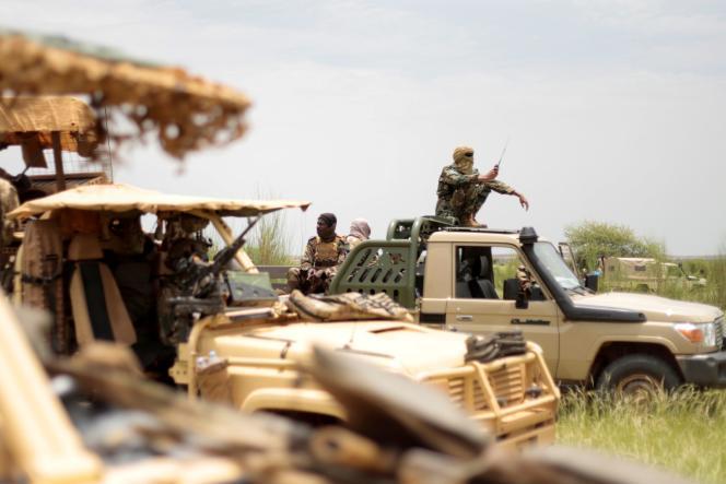 Des soldats maliens avec des membes de la mission Takuba, dans le cercle d'Ansongo, au Mali, le 23 août 2021.