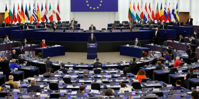 Le premier ministre polonais dénonce « le chantage » de Bruxelles, la Commission défend ses valeurs