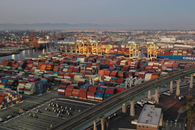 Photographie aérienne du port de Los Angeles, aux Etats-Unis, le 14 octobre 2021.