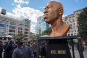 Buste de George Floyd,œuvre deChris Carnabuci, exposé à Union Square, New York, en septembre 2021.
