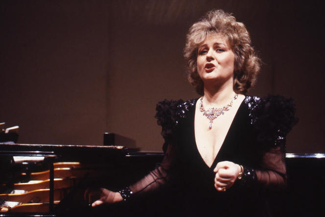La cantatrice slovaqueEdita Gruberova sur scène à Rome (Italie) en 1993.