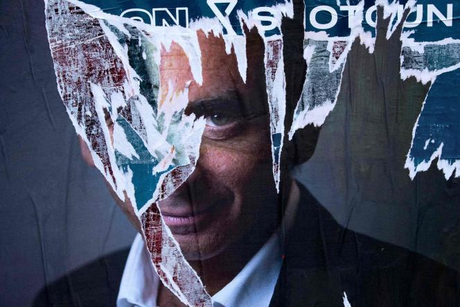 Une affiche de soutien à Eric Zemmour collée dans les rues de Paris,le 20 octobre 2021.