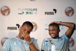 Didier Drogba et Samuel Eto'o lors d'une conférence de presse à Saint-Gratien, près de Paris, en mai 2010.