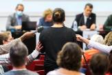 «Comment passer à autre chose quand on a vécu tout ça?»: les récits de victimes d'inceste lors d'une réunion publique