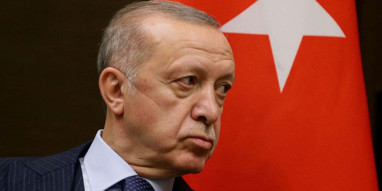 Erdogan menace d'expulser dix ambassadeurs