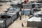 Une famille au camp d'al-Hol, géré par les Kurdes, dans le gouvernorat de Hasakeh, au nord-est de la Syrie, le 2 août 2021.