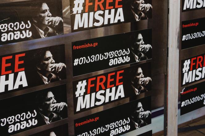 Affiches de soutien à l'ancien président emprisonné Mikheïl Saakachvili, le 19 octobre 2021.