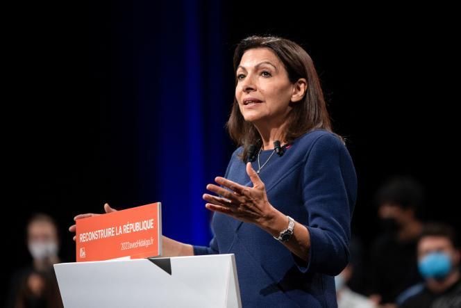 Anne Hidalgo, candidate du Parti socialiste à l'élection présidentielle 2022, au Grand Palais de Lille, le 23 octobre 2021.